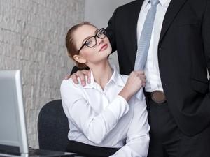 浮気と職業には関係があるってホント!? 浮気できそうなシチュエーションが多い職業とは?