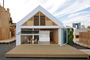 かつて家を持つことは一世一代の買い物だったが、今住まいのあり方が多様化し、これからは「家のつくり方」も変化する。「HOUSE VISION 2」で建築家・坂 茂さんとコラボしたLIXILの「凝縮と開放の家」の展示計画に携わった水野治幸さんと冨岡陽一郎さんに、これからの家づくりについてうかがった。23