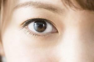 「薄い眉」VS「濃い眉」、どっちの女性がいい? 6割の男性は……